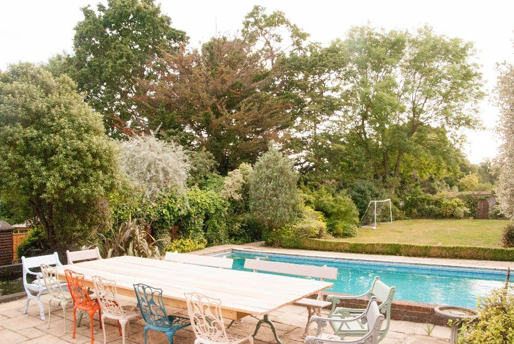 Al Fresco dining available at Aldwick... plus a lovely pool... plus a lovely garden... plus a beautiful dining table
