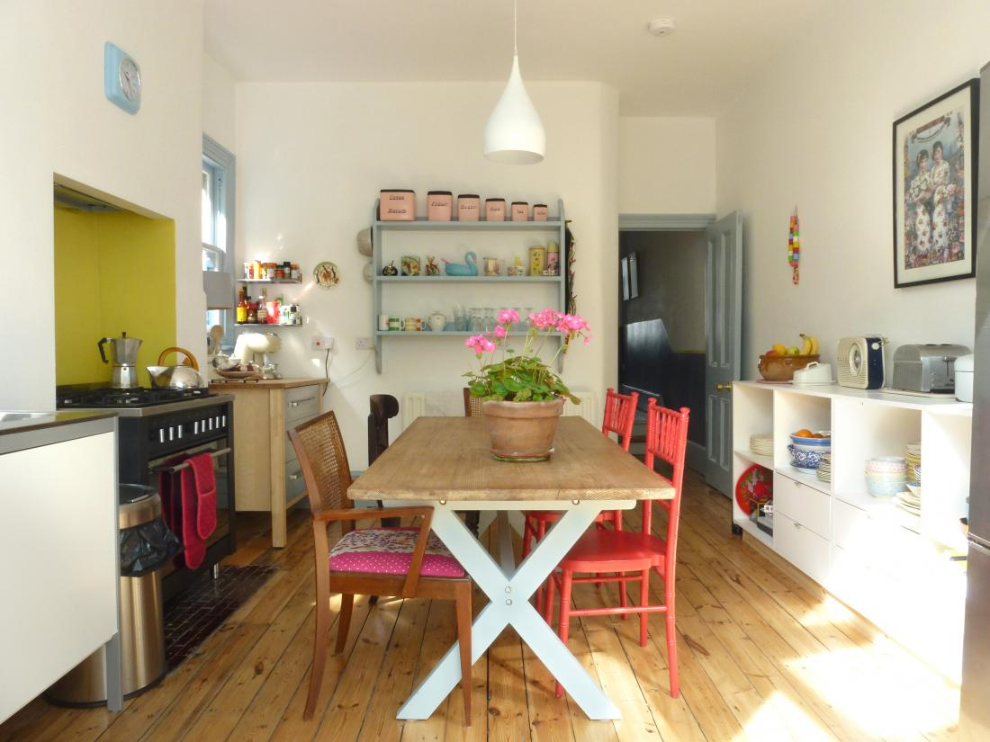 Northwood Pastels, vintage and retro kitchen with the right amount of kitsch (Ref 3561)